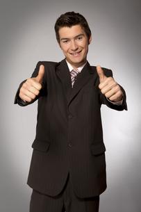 Young caucasian businessman showing ok gestureの写真素材 [FYI03655287]