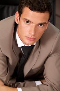 Portrait of businessman standing in officeの写真素材 [FYI03655526]