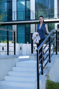 Portrait of businesswoman walking down stairsの写真素材 [FYI03655663]