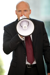 Young confident caucasian businessman screaming at cameraの写真素材 [FYI03655708]
