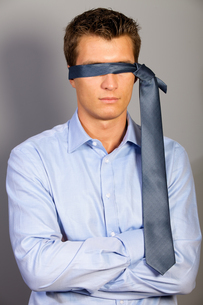 Businessman blindfolded with tieの写真素材 [FYI03655846]