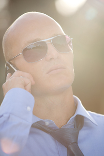 Businessman talking on phoneの写真素材 [FYI03655931]