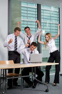 Business team working in officeの写真素材 [FYI03656026]