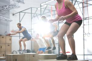 People doing box jump exercise in crossfit gymの写真素材 [FYI03656224]