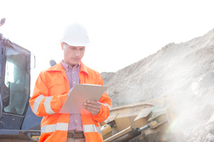 Engineer reading clipboard at construction siteの写真素材 [FYI03656945]