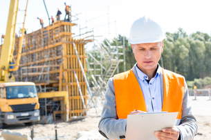 Supervisor writing on clipboard at construction siteの写真素材 [FYI03656995]