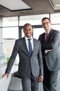 Portrait of confident businessmen standing together in officeの写真素材 [FYI03657413]