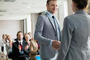 Confident businessman greeting public speaker during seminarの写真素材 [FYI03657473]