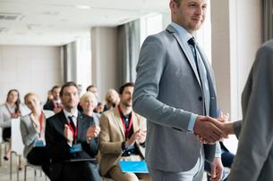 Businessman greeting public speaker during seminarの写真素材 [FYI03657474]