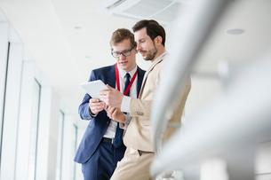 Businessmen using digital tablet in convention centerの写真素材 [FYI03657504]