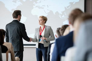 Business people shaking hands during seminarの写真素材 [FYI03657553]