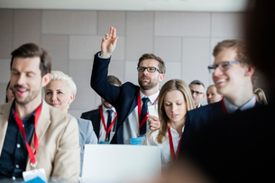 Businessman asking questions during seminarの写真素材 [FYI03657568]