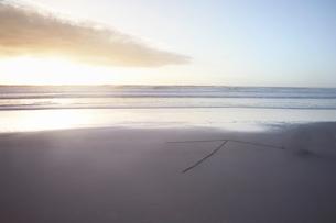 Beach and sunshine with arrowの写真素材 [FYI03657861]