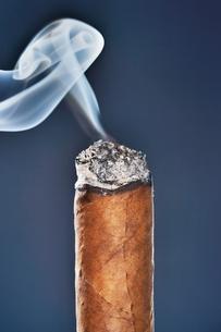 Burning Cigarの写真素材 [FYI03657894]