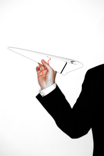 Businessman Throwing Paper Airplaneの写真素材 [FYI03657962]