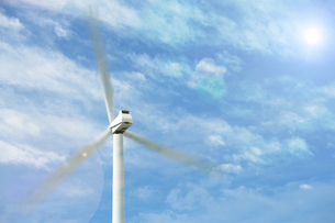 Wind Turbine against sky with clouds and sunの写真素材 [FYI03658021]