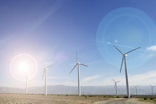Windfarm and sunshineの写真素材 [FYI03658022]