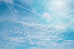 Cross contrails over blue sky backgroundの写真素材 [FYI03658041]
