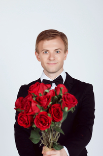 Handsome Groom holding red rosesの写真素材 [FYI03658108]