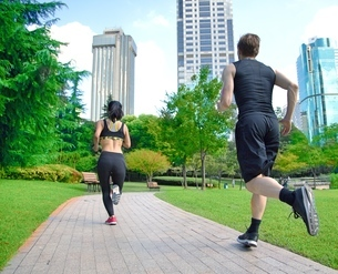 Healthy sports people trail running living an active life. Happy lifestyle couple of athletes trainiの写真素材 [FYI03658127]