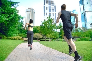 Healthy sports people trail running living an active life. Happy lifestyle couple of athletes trainiの写真素材 [FYI03658130]