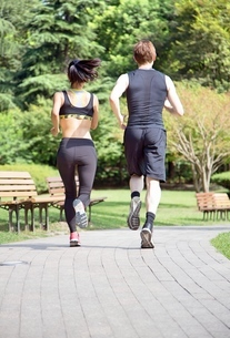 Healthy sports people trail running living an active life. Happy lifestyle couple of athletes trainiの写真素材 [FYI03658131]