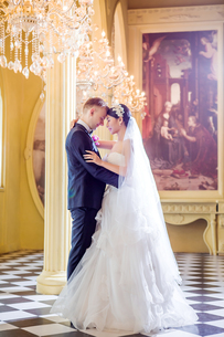 Side view of romantic wedding couple standing in churchの写真素材 [FYI03658208]