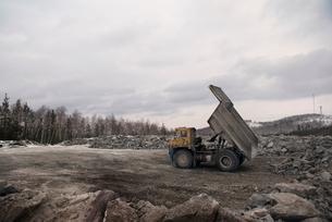 Dump truck in quarryの写真素材 [FYI03661182]