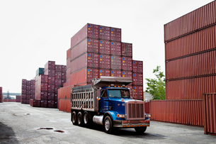 Cargo truck in a freight shipping yardの写真素材 [FYI03663577]