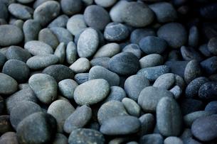 Smooth gray stonesの写真素材 [FYI03665388]