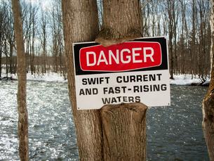 River Warning Signの写真素材 [FYI03668423]