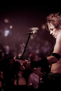 Rock guitarist performing on stageの写真素材 [FYI03670623]
