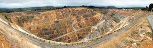 Large rock quarry panoramaの写真素材 [FYI03674048]