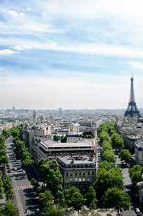 Cityscape with Eiffel Towerの写真素材 [FYI03674068]
