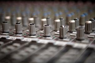 Close up of sound mixerの写真素材 [FYI03675992]
