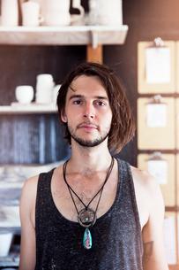 Portrait of young manの写真素材 [FYI03676757]