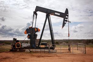 Oil pump in plainの写真素材 [FYI03677042]