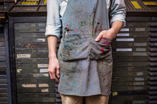 Dirty apron of printing house workerの写真素材 [FYI03678082]
