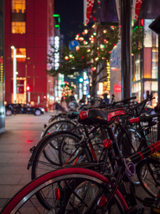 イルミネーションと自転車の写真素材 [FYI03680813]