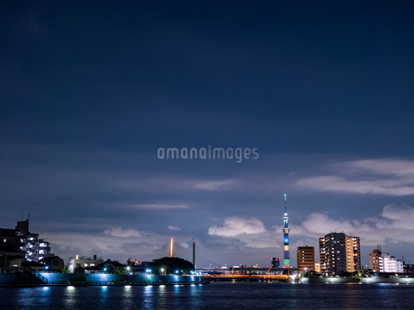 スカイツリーの夜景の写真素材 [FYI03680823]