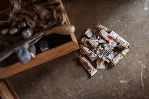 Heap of tubes of paintの写真素材 [FYI03682761]