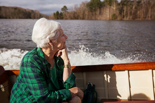 Senior woman sitting on motor boatの写真素材 [FYI03683319]