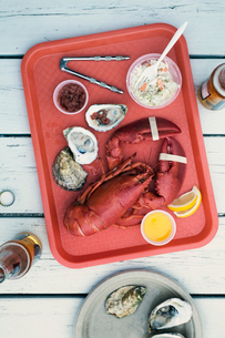 Seafood on trayの写真素材 [FYI03683551]