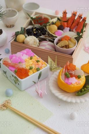 おせち料理と花ちらしずし・みかんずしの写真素材 [FYI03683740]