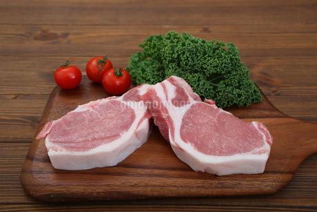 豚肉の厚切りの写真素材 [FYI03685885]