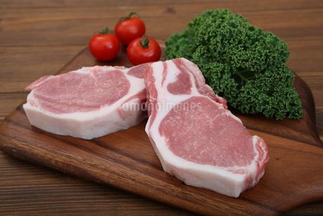 豚肉の厚切りの写真素材 [FYI03685889]