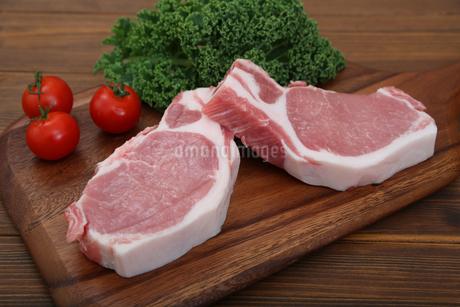 豚肉の厚切りの写真素材 [FYI03685895]