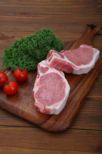 豚肉の厚切りの写真素材 [FYI03685963]