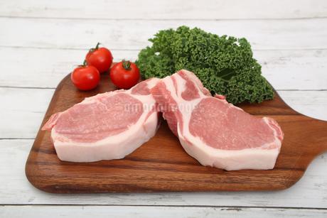 豚肉の厚切りの写真素材 [FYI03686040]
