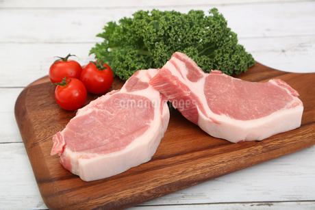 厚切りの豚肉の写真素材 [FYI03686193]